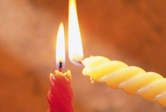 Приворот на скрученных свечах